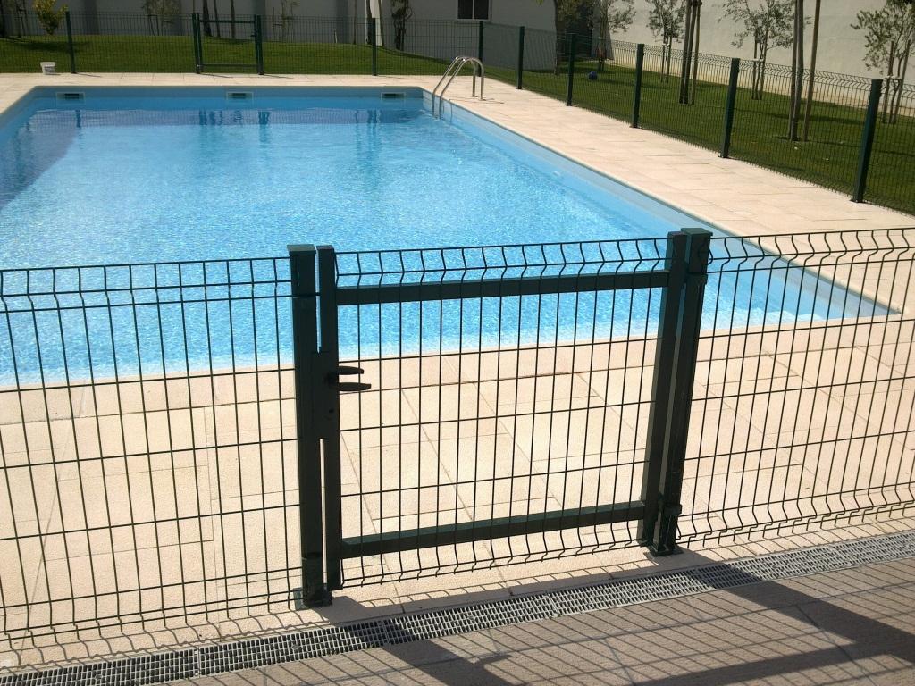 Nb aluminios for Caillou na piscina